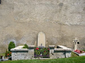 Don't-be-fooled-by-Rilke-the-poet-Grave_of_Rainer_Maria_Rilke_